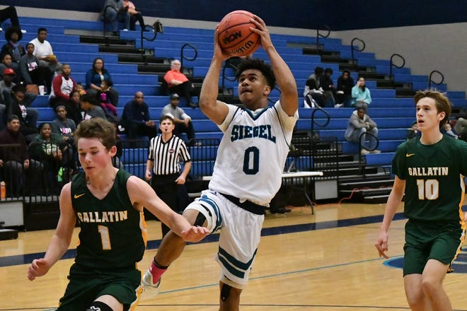Siegel's Zion Swader splits Gallatin defenders Ty Martin (1) and Noah Ring during Monday's 55-47 Stars' win.