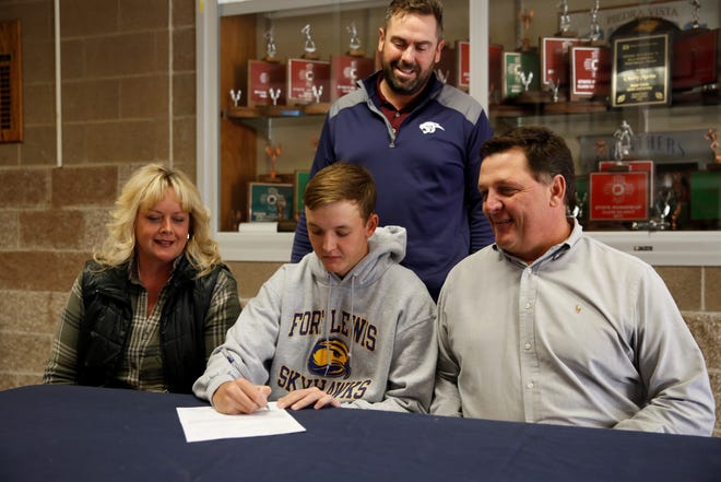 Piedra Vista's River Smalley signs his letter of intent on Tuesday to continue his golf career at NCAA Division II Fort Lewis College.