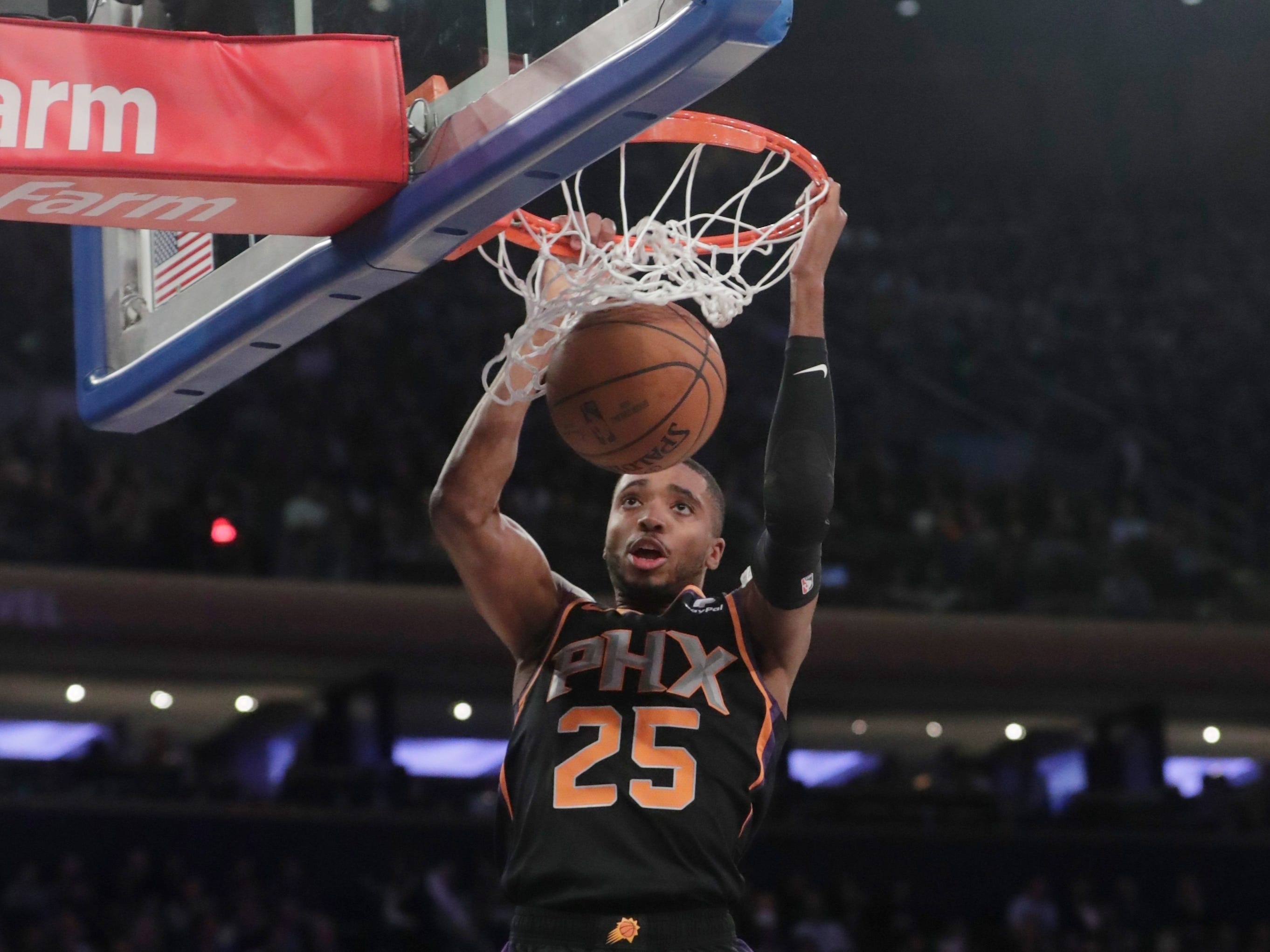 Phoenix Suns' Mikal Bridges (25) dunks during the first half of an NBA basketball game against the New York Knicks, Monday, Dec. 17, 2018, in New York.