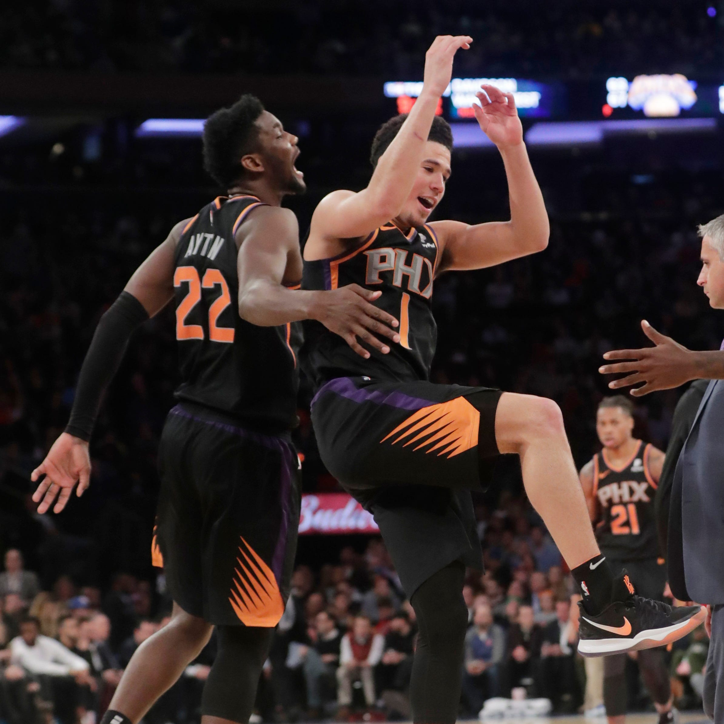 Devin Booker, Jamal Crawford lead balanced effort against Knicks for Suns' third straight win