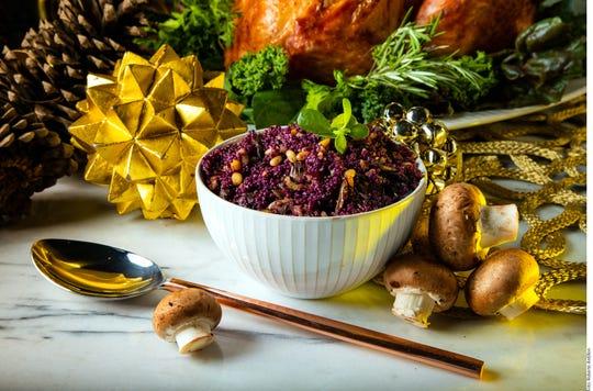 Hoy la imaginación del cocinero marca el límite; carnes, vegetales y hasta moluscos caben dentro del pavo navideño.