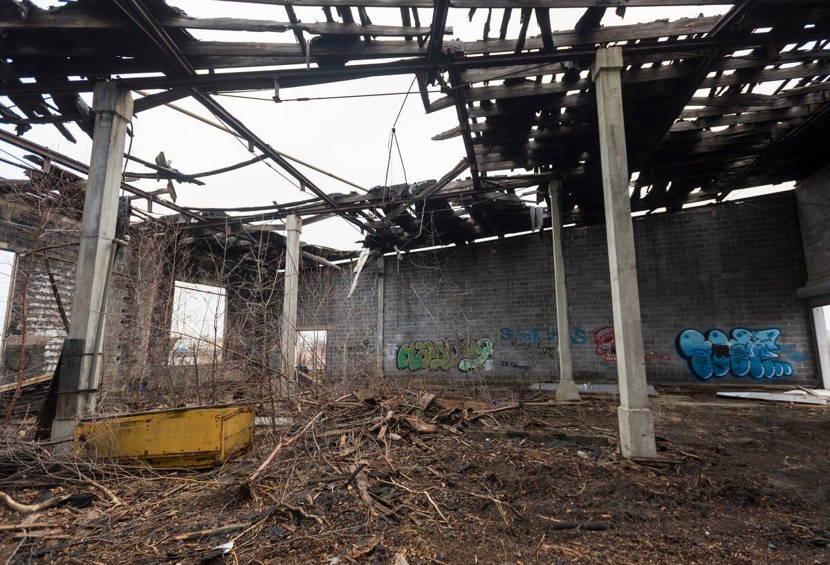 CSX halts razing of railroad roundhouse