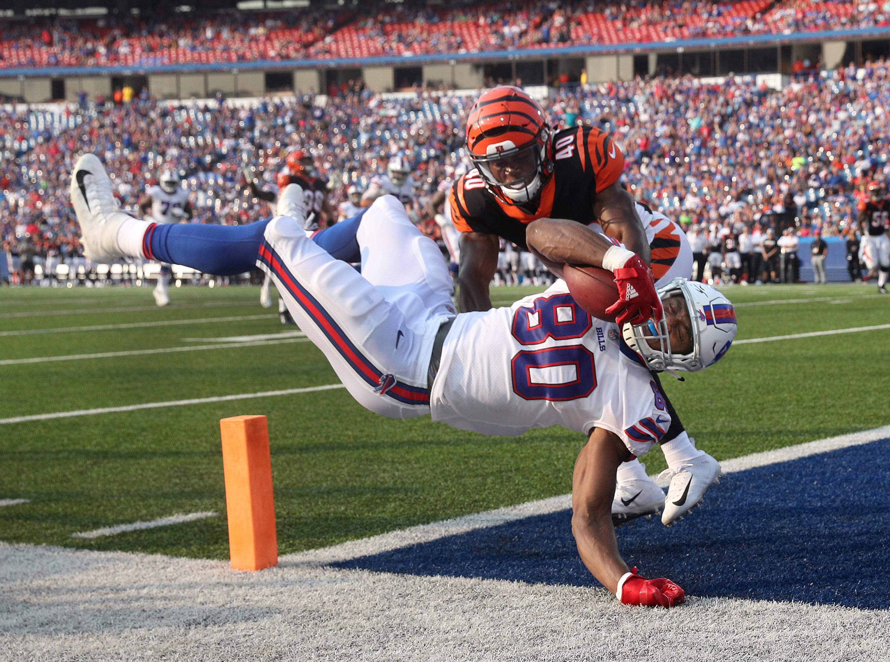 Bills tight end Jason Croom dives past Bengals Brandon Wilson to score on a 17 yard pass.