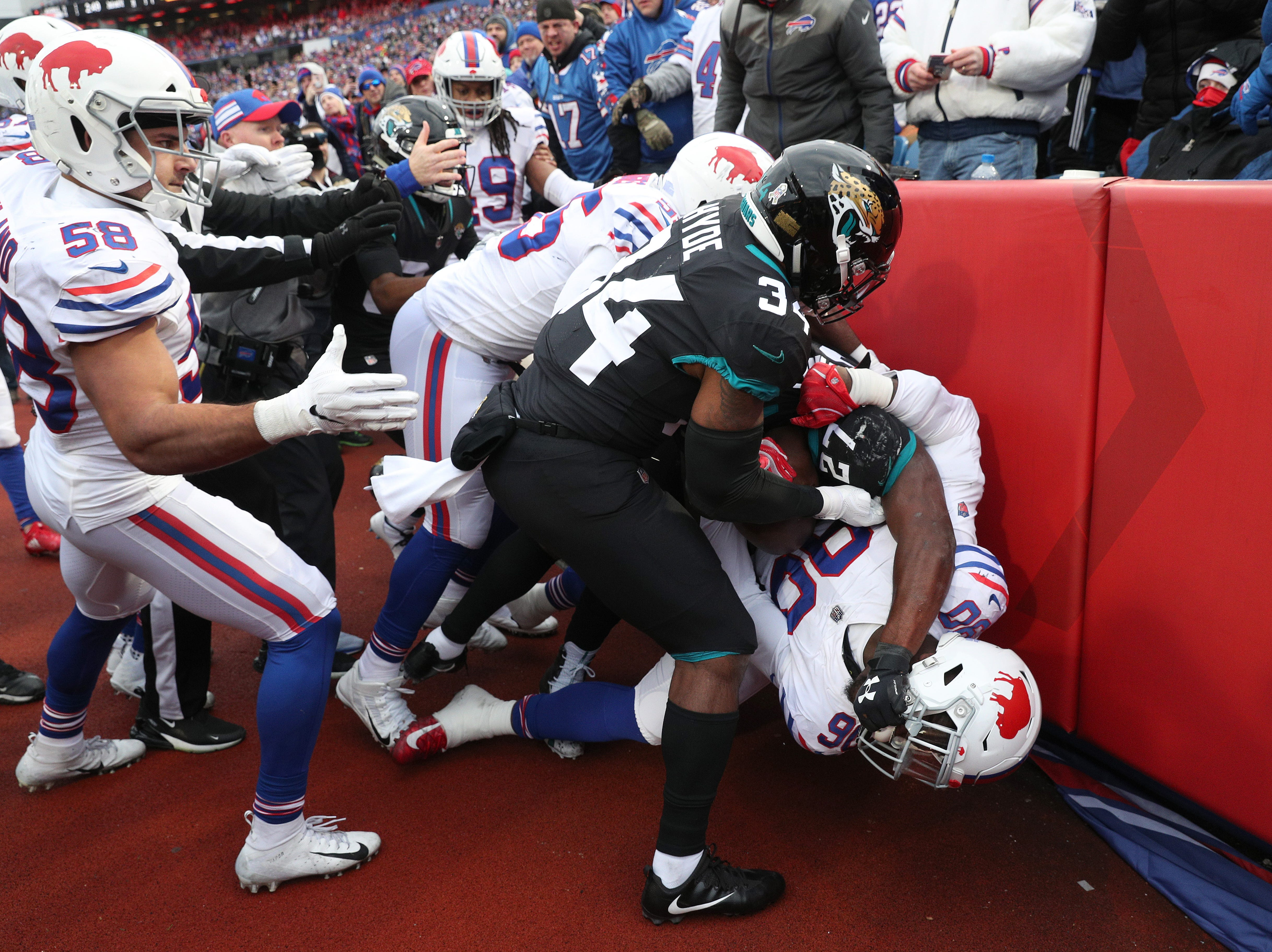 Bills Shaq Lawson fights with Jacksonville's Leonard Fournette.  Both players were ejected during the fight.