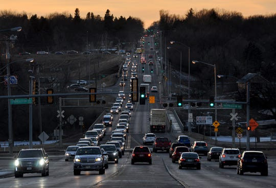 Afternoon traffic along 26th Street at the intersections of I-229 and Southeastern Avenue.