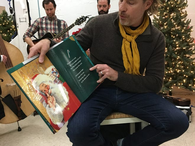 "American Shakespeare Center artistic director Ethan McSweeny reads ""Twas the Night Before Christmas"" to residents of the Valley Mission on Monday, December 17, 2018."