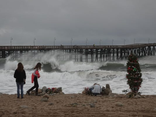 Ventura Pier Christmas tree surf