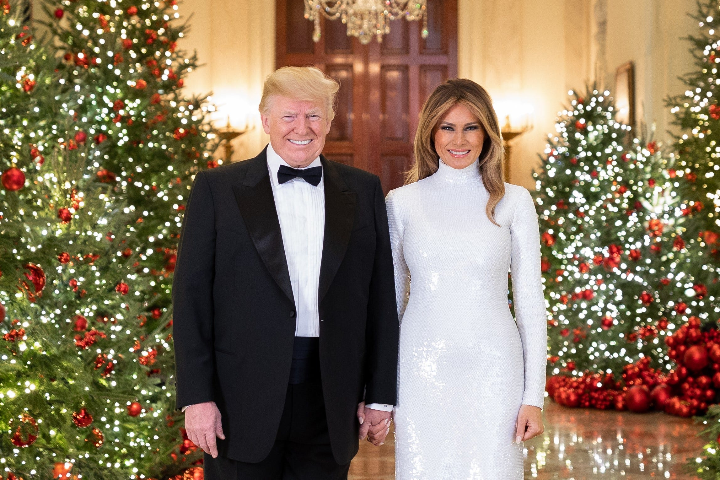 Donald Trump, Melania hold hands in official Christmas portrait