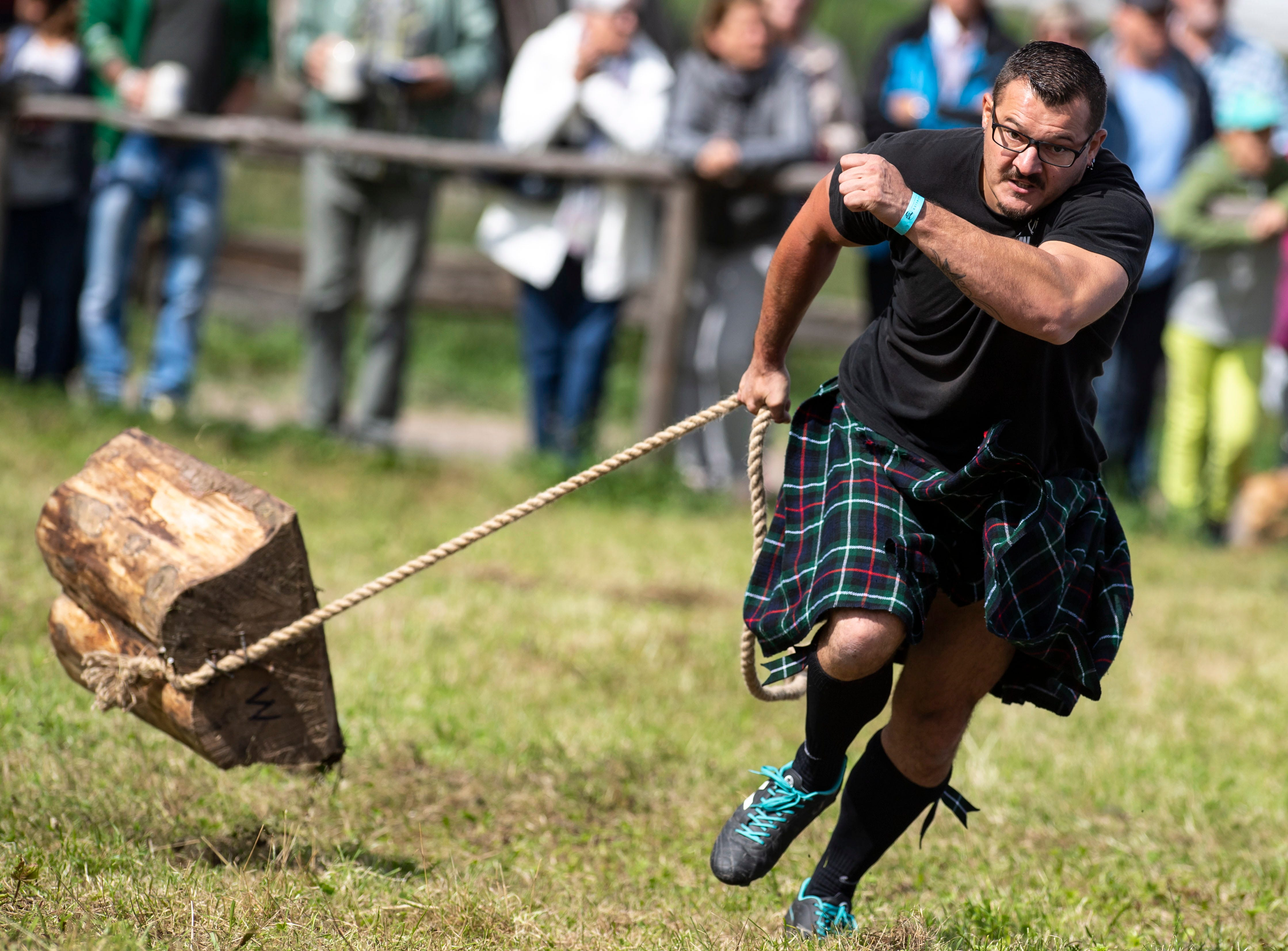 Aug. 26, 2018: A participant of the VII Highland Games Schliersee takes part in the Pull a Log discipline in Schliersee, Bavaria, Germany. Women and men from Germany, Austria and Switzerland met to test their strength in eleven different disciplines.