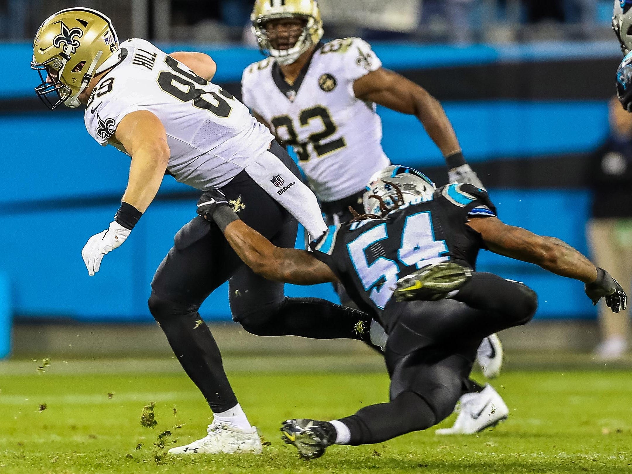New Orleans Saints tight end Josh Hill eludes Carolina Panthers outside linebacker Shaq Green-Thompson during the second quarter at Bank of America Stadium.