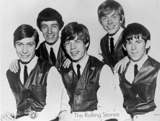Rock and roll band The Rolling Stones pose for a very early portrait circa 1962 in London, England. (L-R)Charlie Watts, Bill Wyman, Mick Jagger, Brian Jones, Keith Richards.