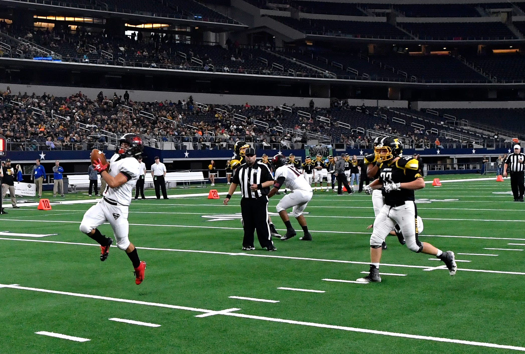 Strawn running back Carlos Villanueva scores a touchdown against the Follett Panthers during Wednesday's six-man Class 1A Division II state title game at AT&T Stadium.