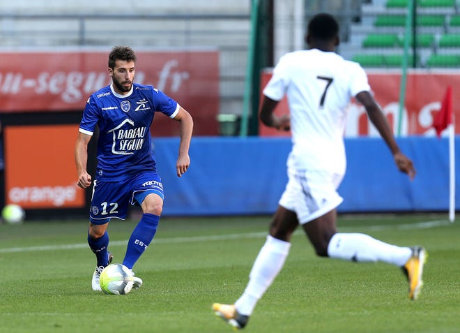 Troyes' defender Mathieu Deplagne (L) vies with Amiens' forward Harrison Manzala (R) during  the French friendly football match between Troyes and Amiens at the Stade de l'Aube stadium in Troyes, northeastern France, on July 29, 2017.