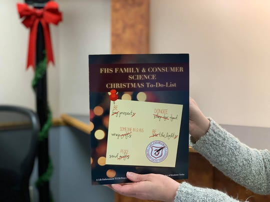 Independent Living students gave out greeting cards filled with inspirational messages on Dec. 11.