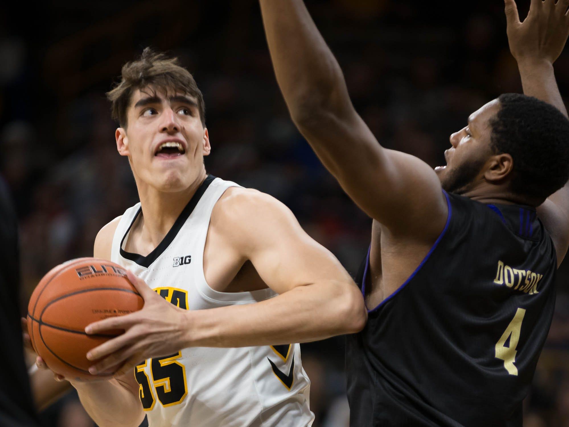 Iowa hoops takeaways: Winning streak coincides with Garza's return; an update on Cook