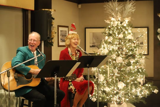 Yacht Club members Linda and Alan Sandlin entertained with a lively holiday music performance and sing-a-long.