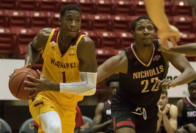 ULM's Travis Munnings (1) leads the Warhawks with 6.8 rebounds per game and averaged 13.8 points, tied for second on the team.