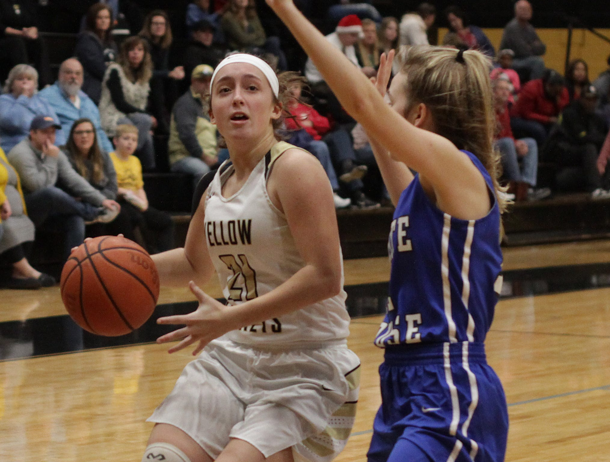 Springfield's Katie Rhooes drives against White House's Grace Maupin on Tuesday, December 18, 2018.