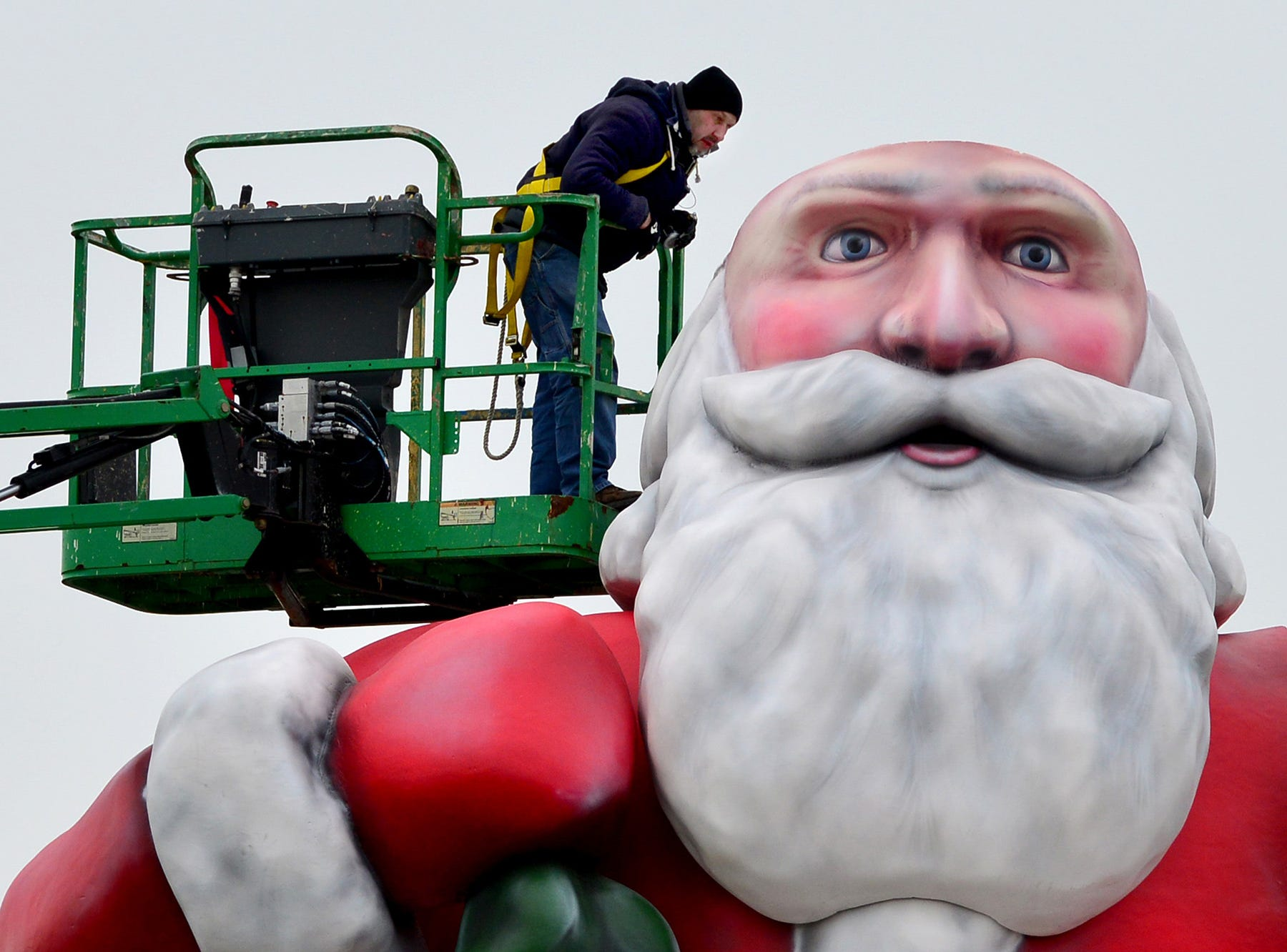 Installation of the giant Santa Clause continues at the Westfield Garden State Plaza in Paramus on Thursday morning November 15, 2018.