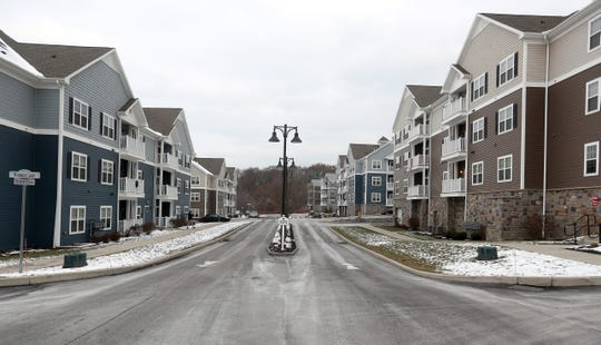 Waters Edge is a luxury apartment community along the Irondequoit Bay in Penfield.