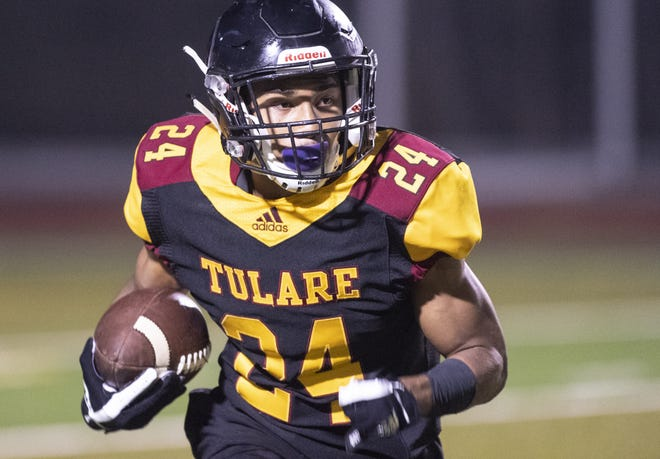 Tulare Union's Randy Jordan Jr. runs against San Joaquin Memorial in a CIF State Northern California Division 2-A Regional Bowl Game on Saturday, December 8, 2018.