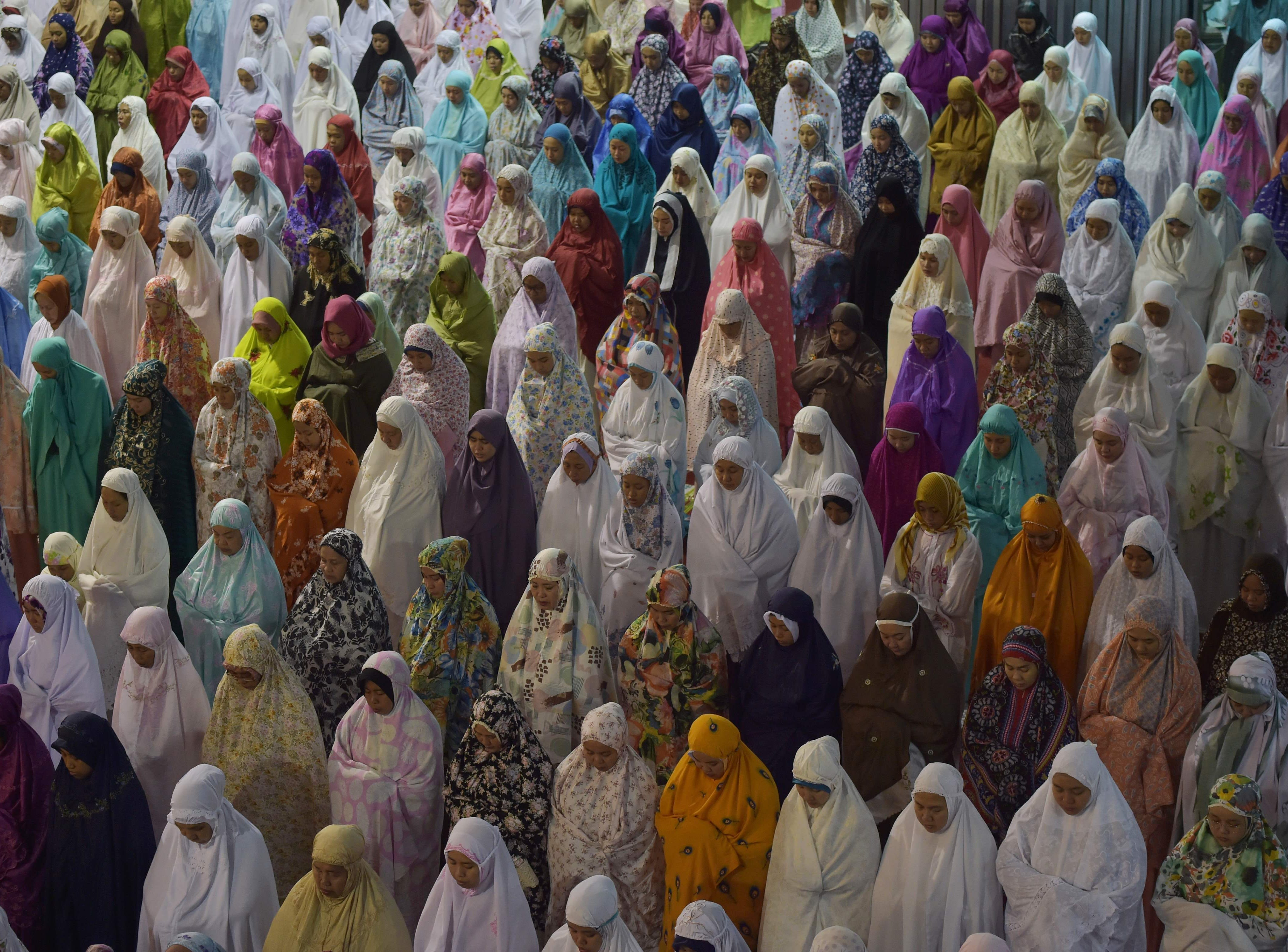 May 16, 2018: Indonesian Muslim people pray during the first night of Ramadan at Istiqlal Mosque in Jakarta. Muslim devotees are required to abstain from food, drink and sex from dawn to dusk during Ramadan.