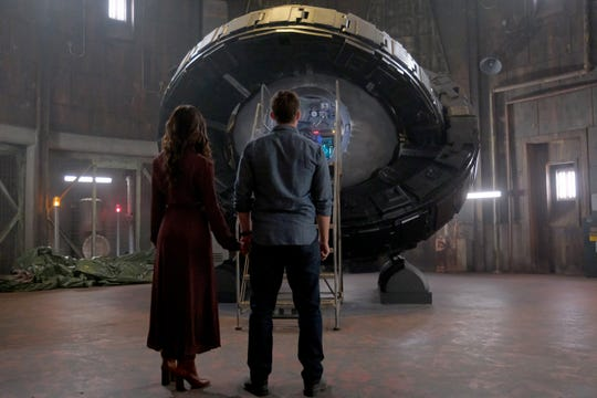 Lucy (Abigail Spencer) and Wyatt (Matt Lanter) finally embrace their feelings and have one last ride in the Lifeboat.