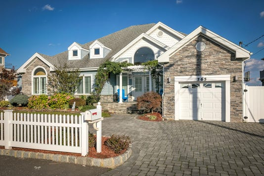 565 Long Point Dr Toms River Large 040 10 1f8a3528 1500x1000 72dpi