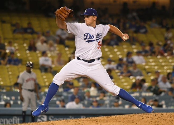 The Mariners have signed left-handed reliever Zac Rosscup.