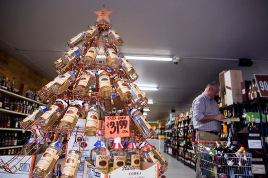 2353439002 Holiday Liquor Sales01