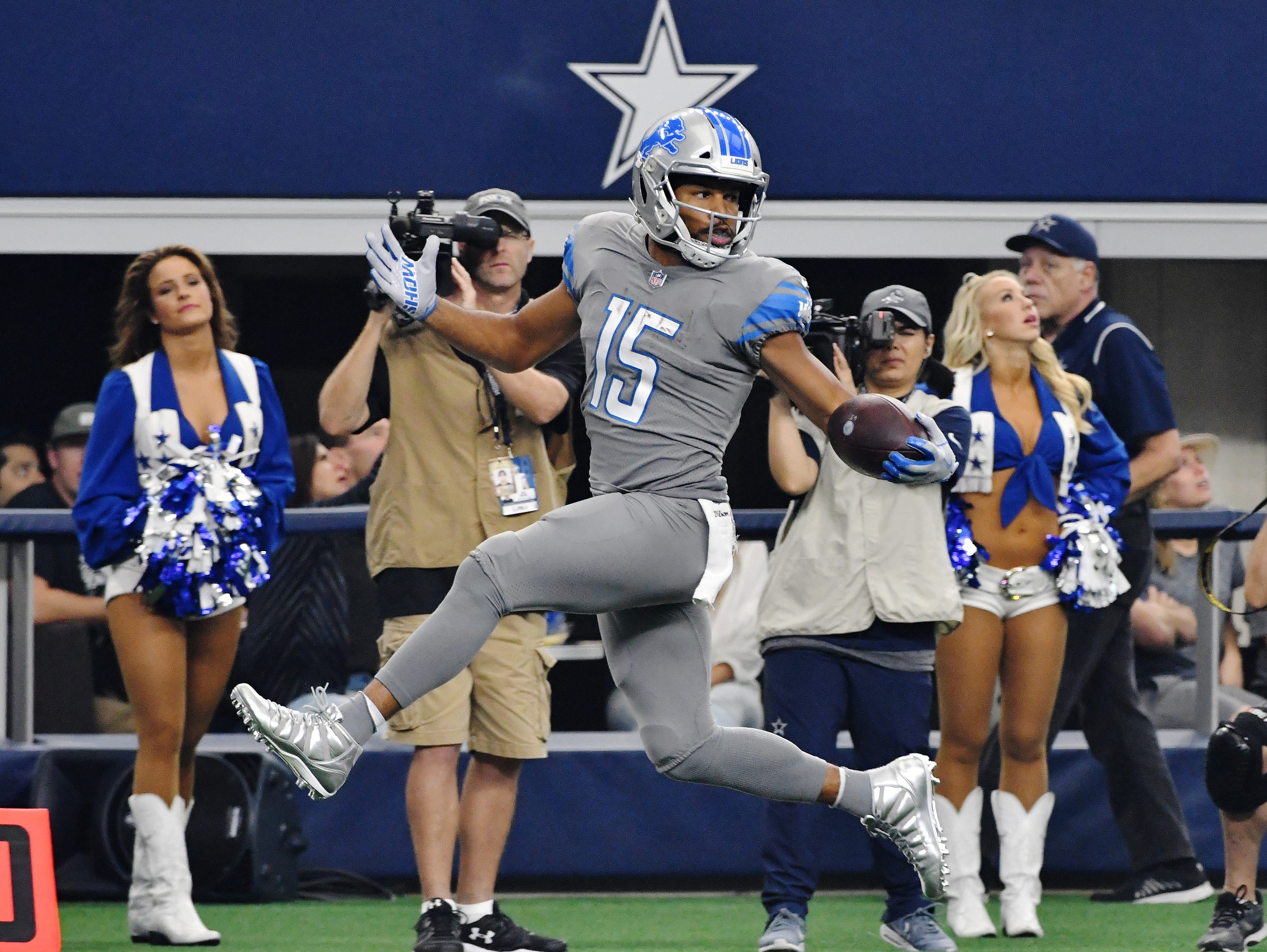 Lions wide receiver Golden Tate tip toes down the sidelines into the end zone for at touchdown against the Dallas Cowboys at AT&T Stadium in Arlington, Texas on September 30, 2018. The Lions lost 26-24.