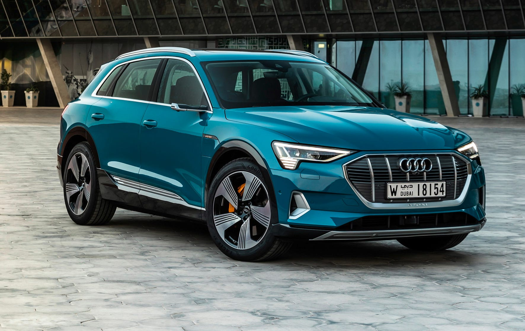 The Audi e-tron combines the practical requirements for an automobile with the comfort of the full-size class and the efficiency of an electric drive system.