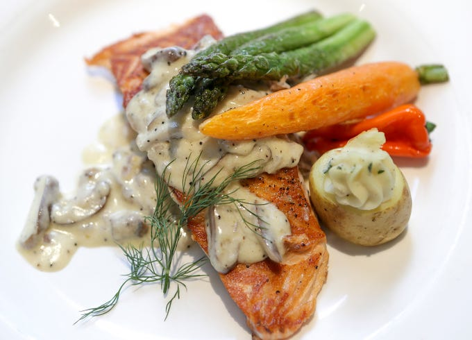 Salmone Allo Champagne at Vincenzo'sGrilled North Atlantic salmon with a champagne dill cream sauce, garnished with mushrooms.December 19, 2018