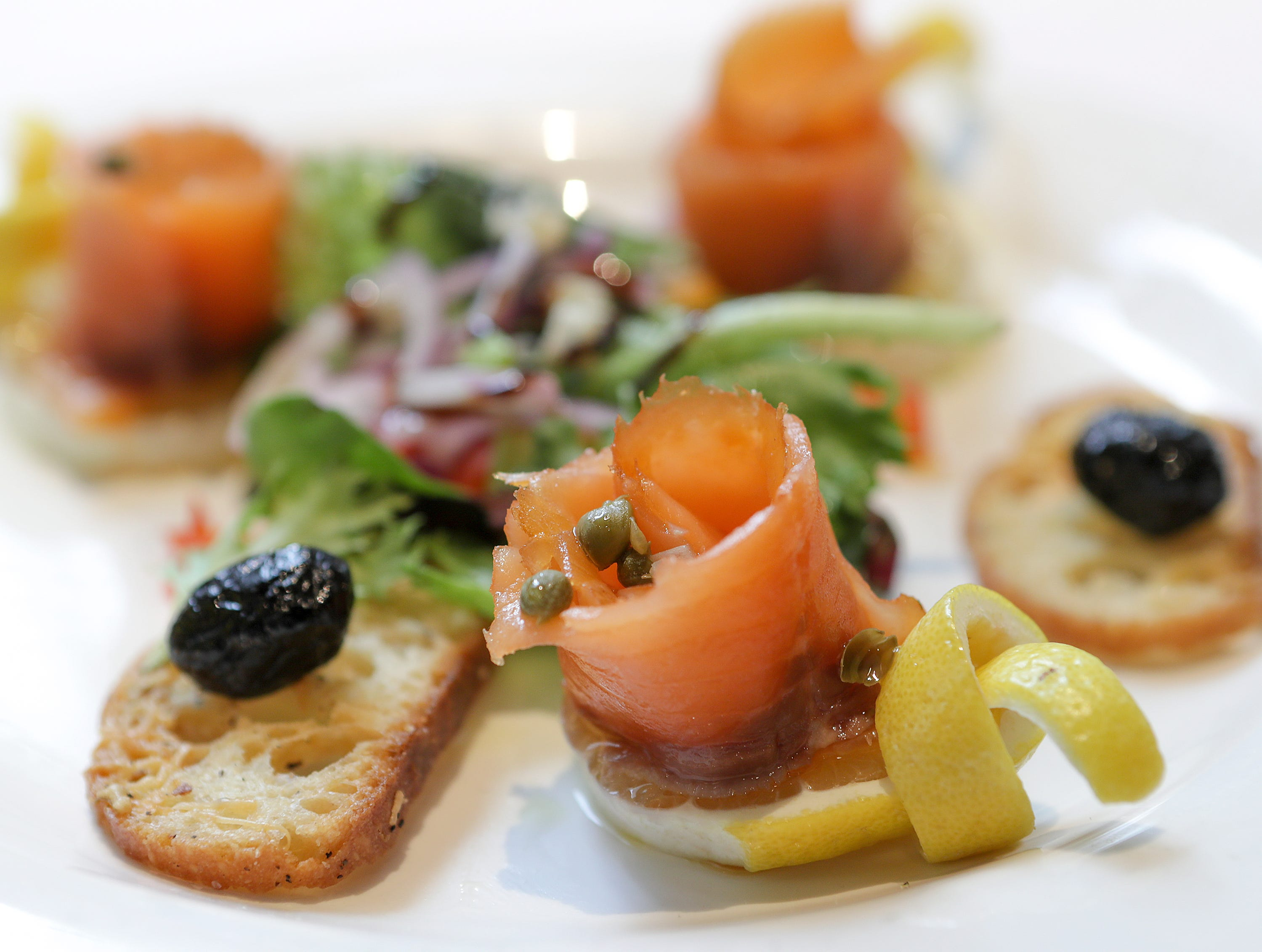 Smoked Salmon Con Capperi E Cipolline at Vincenzo'sSlices of smoked salmon garnished with capers, shallots, extra virgin olive oil and lemon.December 19, 2018