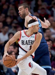 Portland Trail Blazers guard Seth Curry, front, dribbles past Memphis Grizzlies center Marc Gasol during the first half of an NBA basketball game in Portland, Ore., Wednesday, Dec. 19, 2018. (AP Photo/Craig Mitchelldyer)
