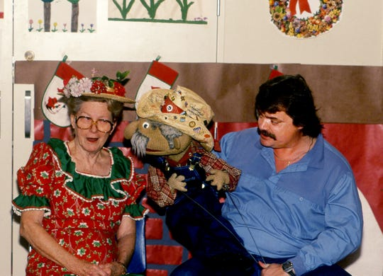 The country music puppet Shotgun Red, center, and his handler Steve Hall, right, shares a moment with Grand Ole Opry star Minnie Pearl on Dec. 21, 1988, as they bring Christmas cheer to young patients at Vanderbilt Children Hospital. More than 100 Shotgun Red dolls were giving away to the patients during the party.