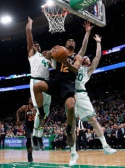 Suns forward TJ Warren goes up against Celtics center Robert Williams (44) and forward Gordon Hayward (20) during the first quarter of a game Wednesday at TD Garden.