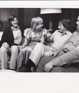 Officers of the 1975 Arizona Press Club Ron Talley (NBC TV), Roger Downey (KTAR Radio), Athia Hardt (The Republic), Joel Nilsson (Arizona Daily Star) and Burt Kennedy (Channel 10) meet.