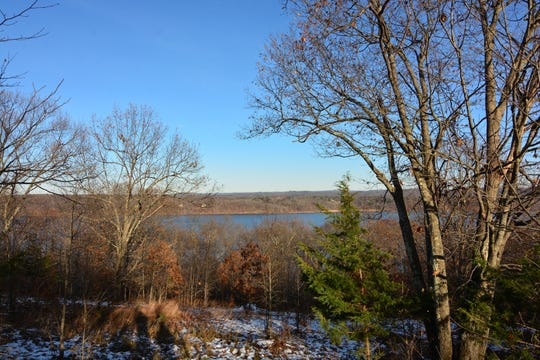 The first view overlooking the Hudson River comes right off the White Trail.