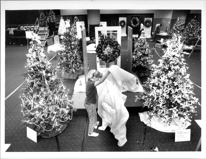 Susan Welt unfurls some batting material at the Festival of Trees at the Convention Center in 1988.
