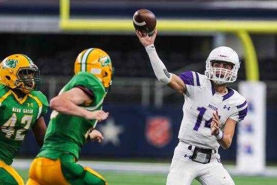 Mason's Otto Wofford passes the ball during the championship game against New Deal on Thursday, Dec. 20, 2018 at the AT&T Stadium in Arlington.