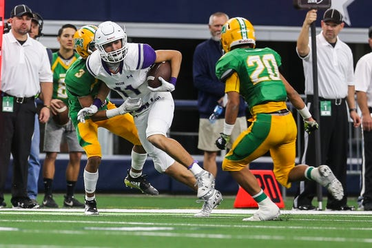 Mason's Ethan Powell runs the ball during the championship game against New Deal on Thursday, Dec. 20, 2018 at the AT&T Stadium in Arlington.