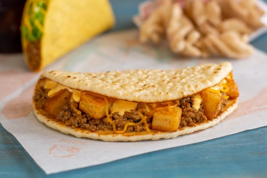 Taco Bell Open Christmas.Taco Bell Tests New Menu Items Beefy Potato Flatbread
