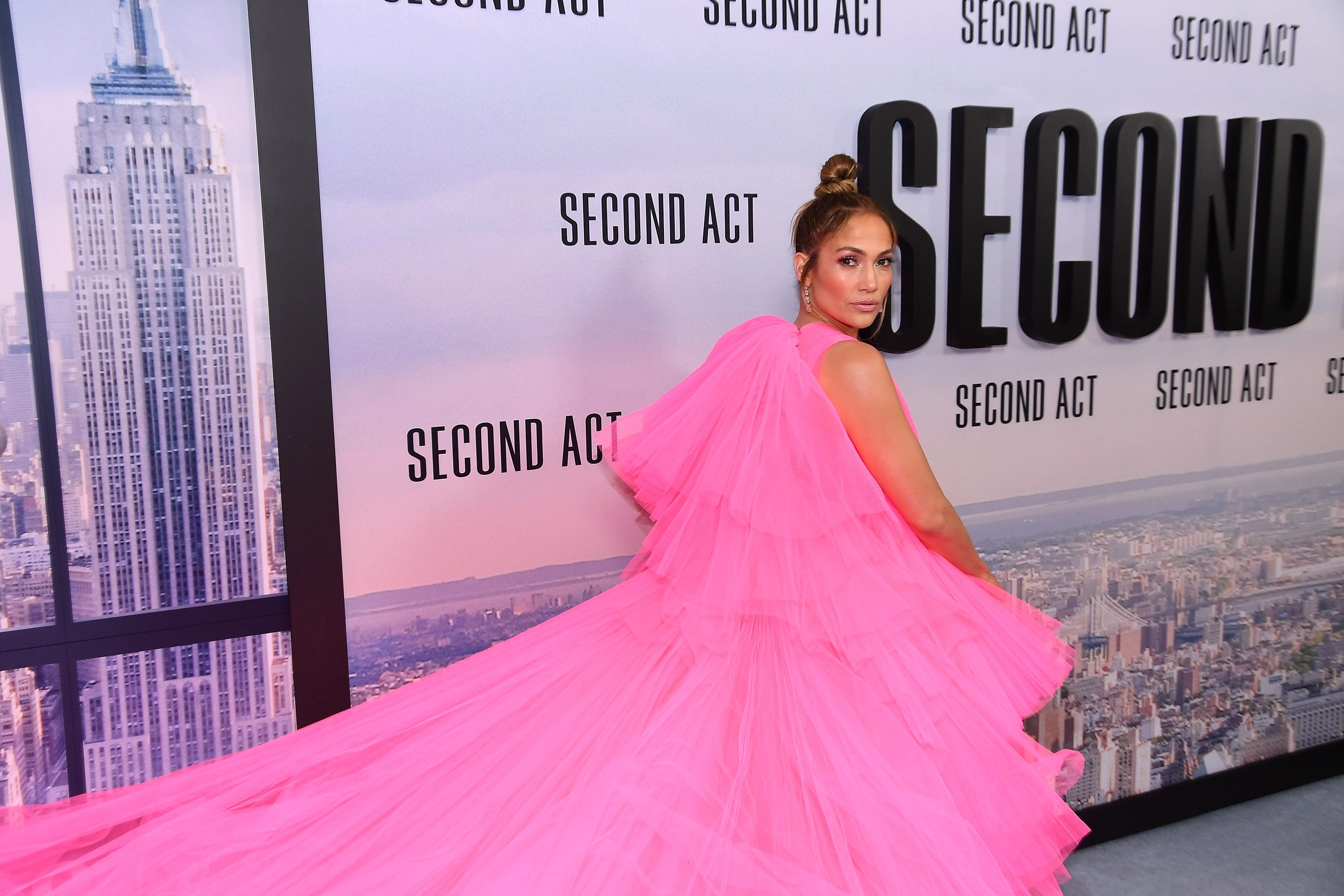 Jennifer Lopez dances with daughter Emme in powerful 'Limitless' video