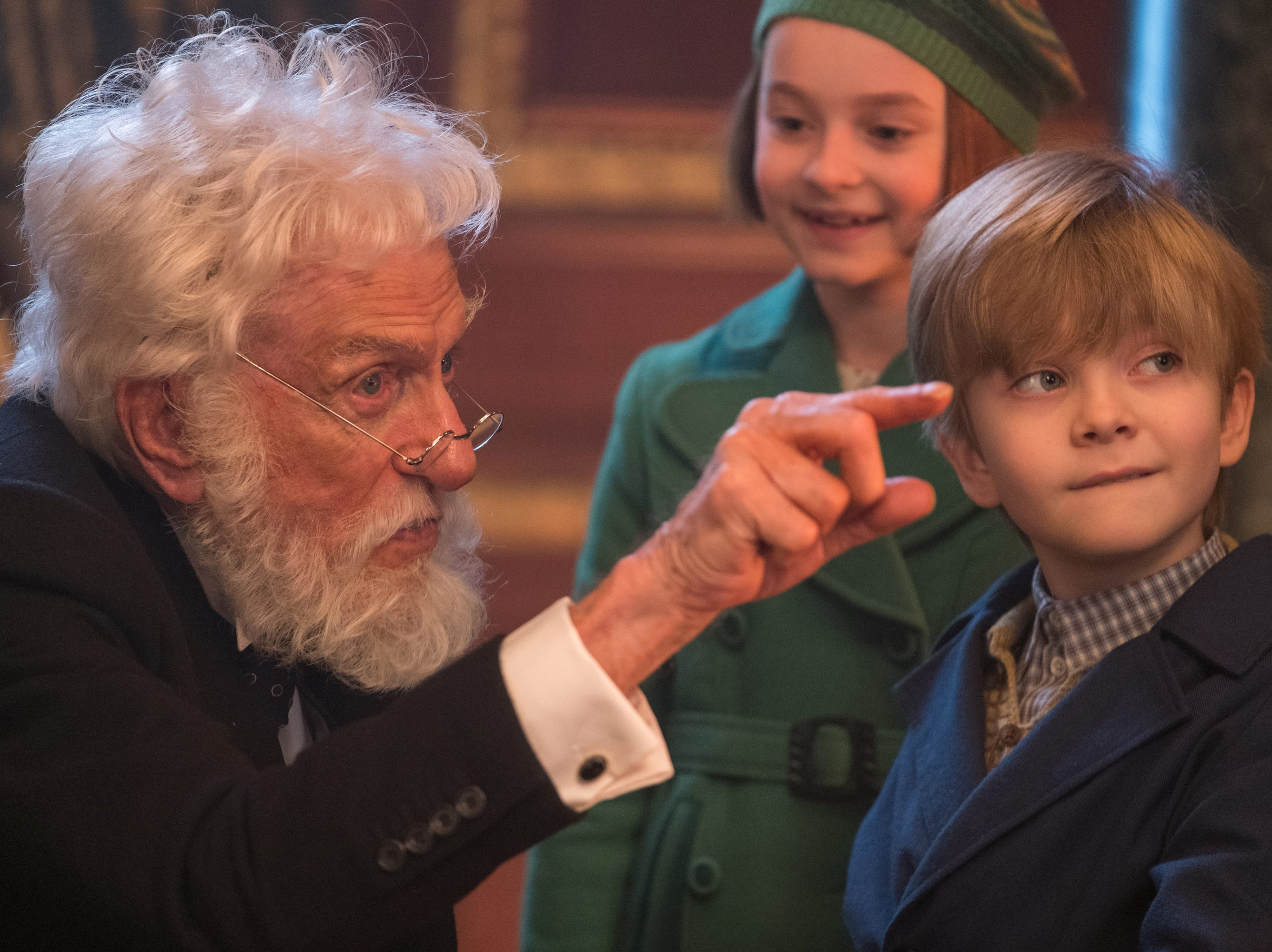 Dick Van Dyke is Mr. Dawes Jr., giving a lesson to the Banks children, Annabel  (Pixie Davies) and Georgie (Joel Dawson).