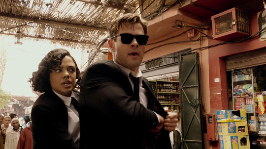 Which celebrities are revealed as space aliens in 'Men in Black: International'? (spoilers)