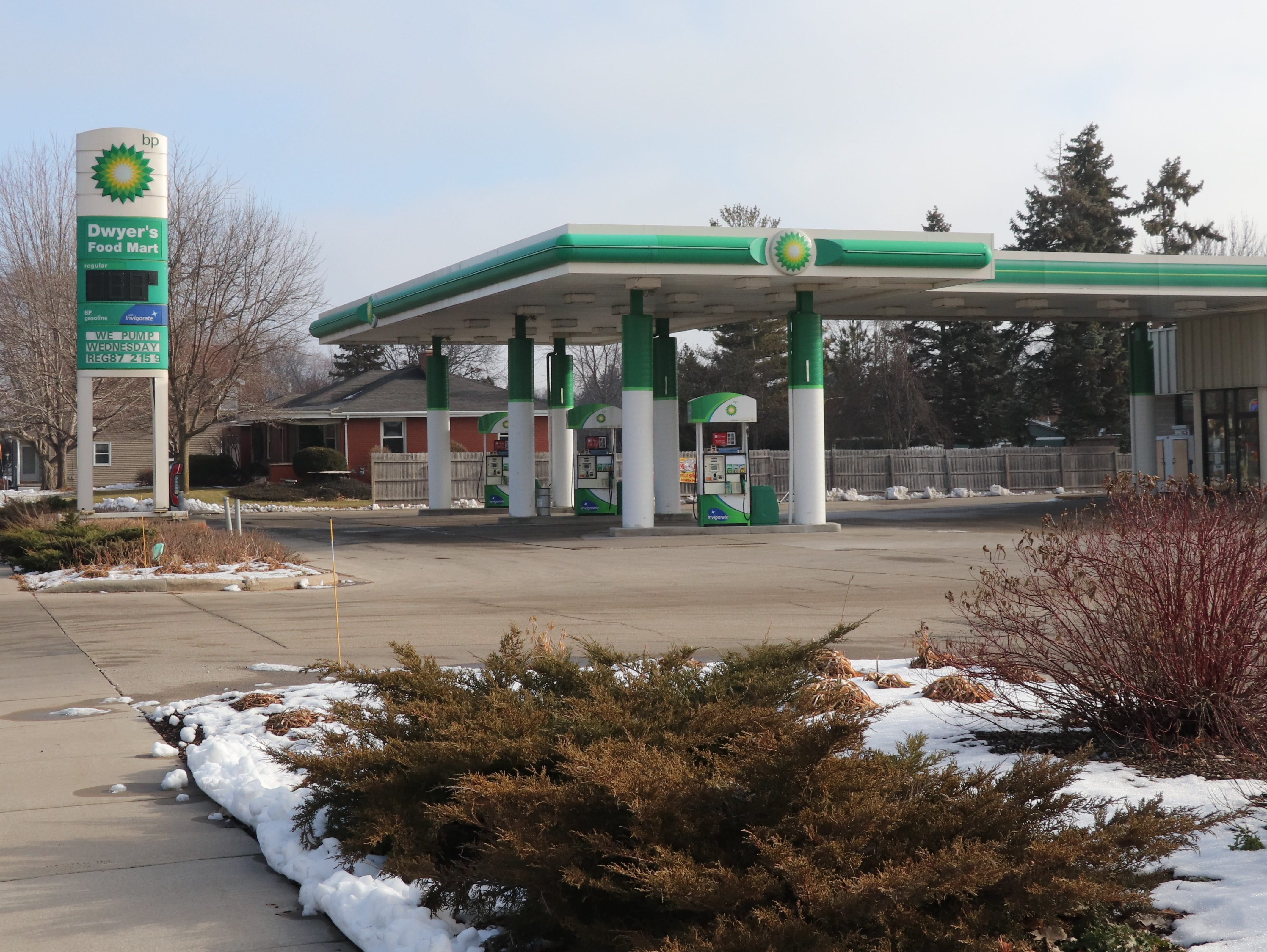 Gasoline prices must be posted in conspicuous place, but not necessarily on a roadside sign