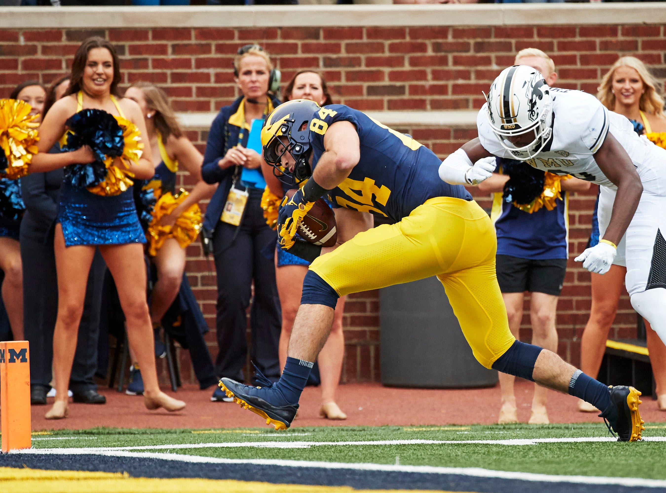 Sep 8, 2018; Ann Arbor, MI, USA; Michigan Wolverines tight end Sean McKeon (84) runs the ball for a touchdown against the  Western Michigan Broncos in the first half at Michigan Stadium. Mandatory Credit: Rick Osentoski-USA TODAY Sports