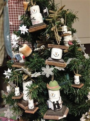 This holiday treefeaturess'mores ornaments that look like marshmallow snowmen.