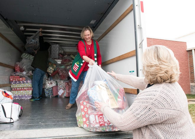 Judith Galasso unloaded a large U-Haul consisting of over $15,000 worth of presents to Chillicothe Primary School faculty so each child at the elementary school would have a gift to open on December 21, 2018. The students wrote Santa Claus a letter telling them what they wanted for Christmas, which was given to Galasso, a Thomas Worthington High School teacher.